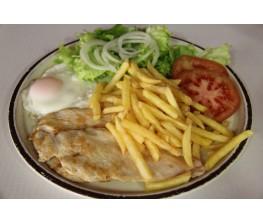 Filete de Pechuga de Pollo-Huevo-Patatas Fritas y Ensalada