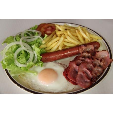 De La Casa: Bacon-Salchicha-Huevo-Patatas Fritas y Ensalada
